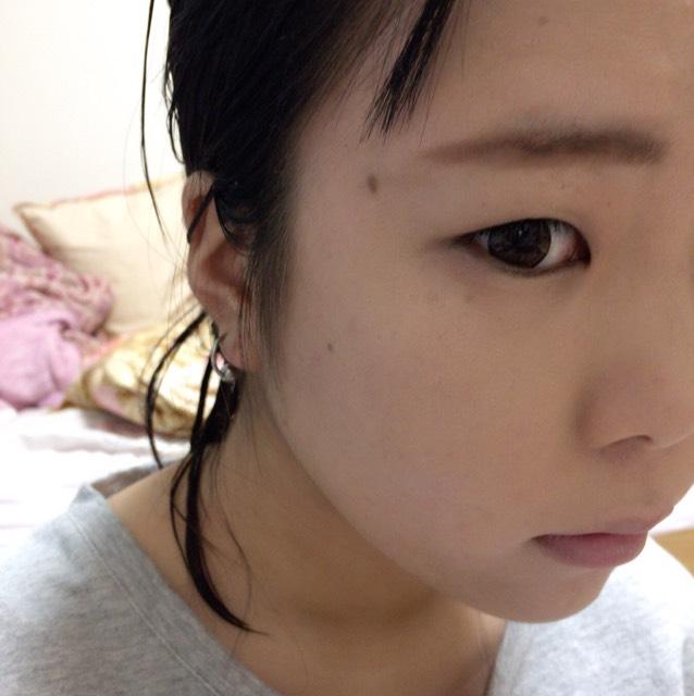 マシュマロフィニッシュパウダーをパフパフしてから眉毛を書きます。眉尻はリキッドで書いてもいいですが私は最近はパウダーで書いて綿棒でぼかしてます(´。•ω•。`)