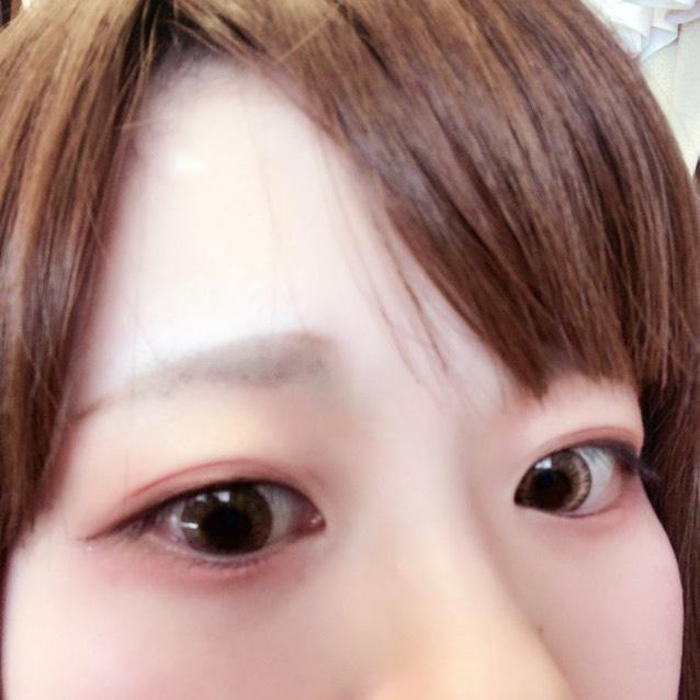 わかりますかね? 涙袋〜目頭はハイライトを…明るい色をのせて、目尻〜下まぶたは少しオレンジ重ねるのがすきです。