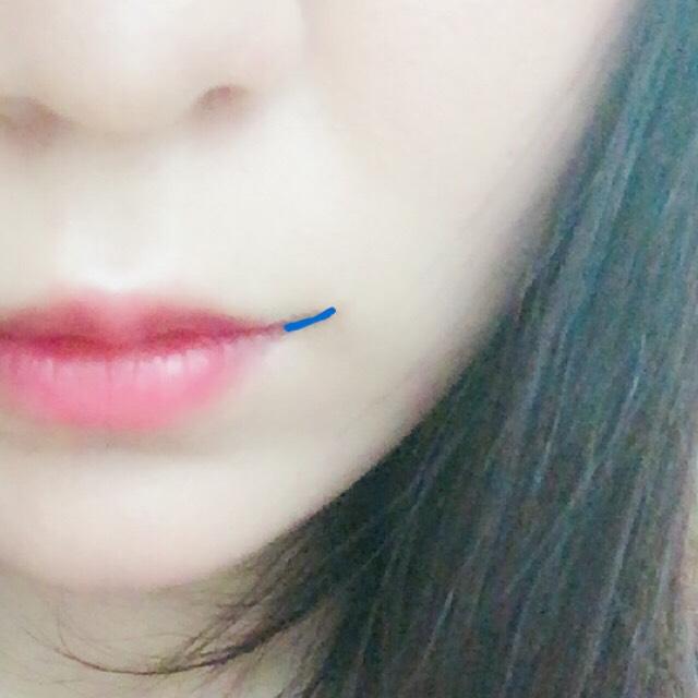 ☆をブラシにとり口角にスッと線を引いて軽く指でボカしたら完成です。