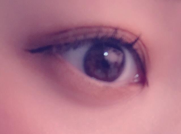 ⑥アイラインは目尻と目頭だけ目の流れにそっていれます!
