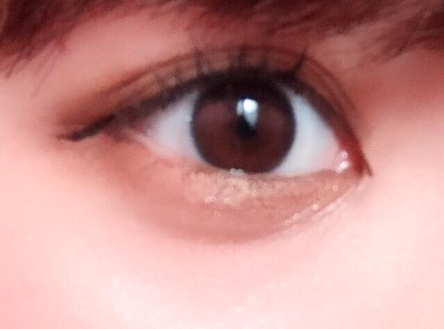 ⑦黒目の下の粘膜のところにだけ、ペンシルアイライナーで塗ると、よりでか目になります!