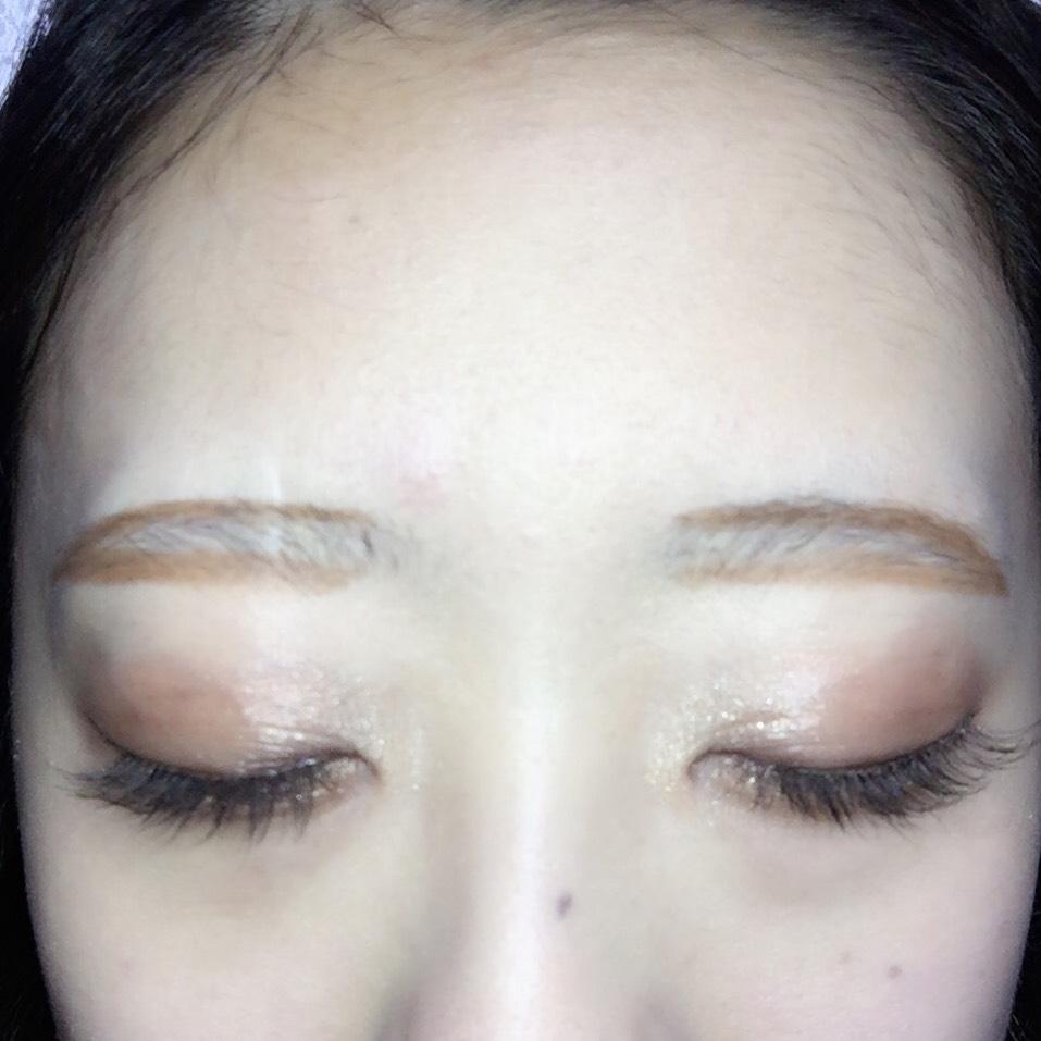 眉毛は最初に縁取るとバランスも取りやすいし、グラデーションにしやすいです☆