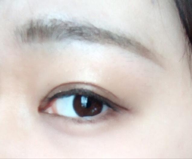 そうするとこんな感じ。明るめの茶色のアイブロウを目の下に塗ることで自然に目を大きく見せれるかなと思ってやってます。このあとのマスカラなどは個人にお任せします。わたしは普段メガネをかけてるので、マスカラはしません。