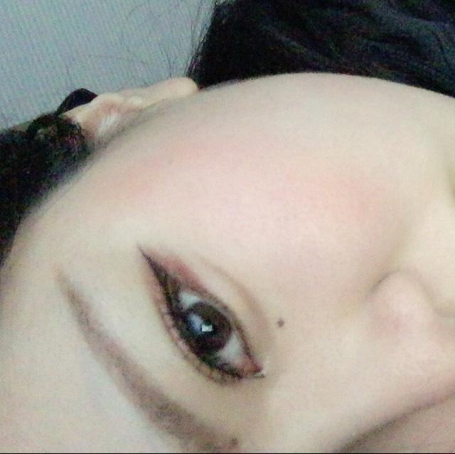 目が細い。 そして裸眼。