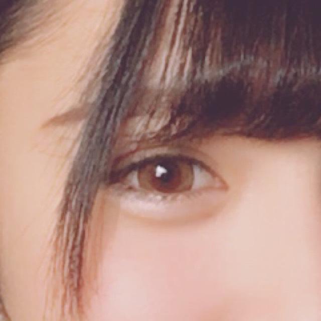 眉毛は平行に書いて ピンクブラウン系の眉マスカラを使って眉毛を書きます