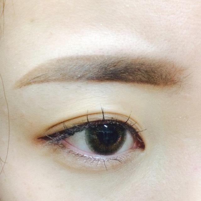 軽く眉ブラシでとかしたら完成です!  眉マスカラは自分の眉の色に合わせて塗ります