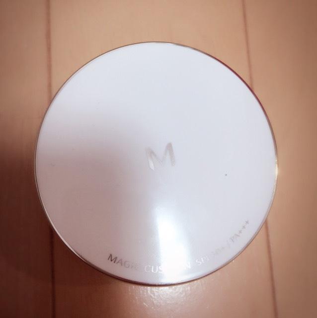 MISSHAのクッションファンデ。これはリピートしてます。 一気につけると濃くなるので少しずつ顔にのせます。