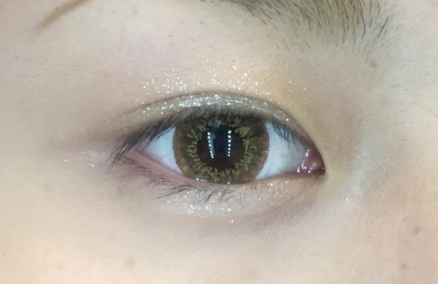 アディクションのマリアージュをベースに塗ります! 下瞼にも塗ります