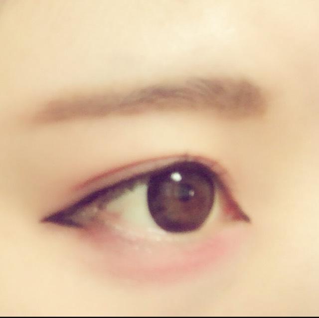 【自撮りのポイント】 濃ゆいかな?? ってくらいに目の下にピンクをのせてあげたら、写メる時にいい感じに写りますよ(◜௰◝)♡