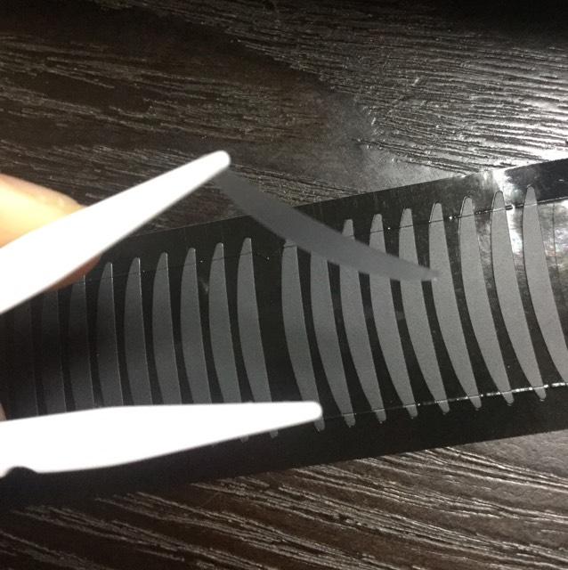 片面テープを逆さまにプッシャーに取ります。