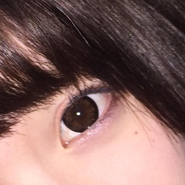 今回使用したカラコンはSENSE maniaの「クラッシーチョコ(ビッグ)」です! DIA14.8mmで発色が良くまん丸でクリンとした瞳に仕上がるので凄くおすすめです(-.-)y-♡♡