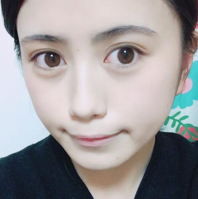 ♡ベース♡ リキッドファンデーションを顔全体にムラなく塗ります