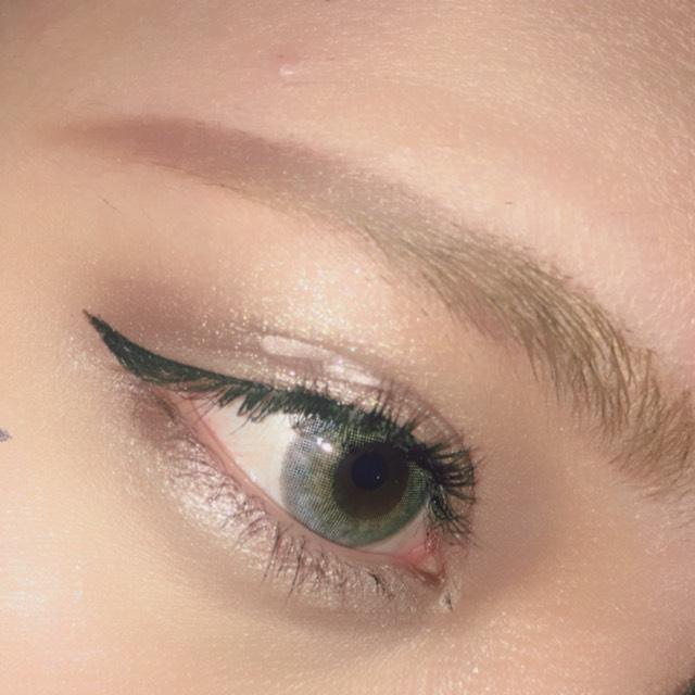 眉毛は長めに書くと大人っぽく見えるので長めに。