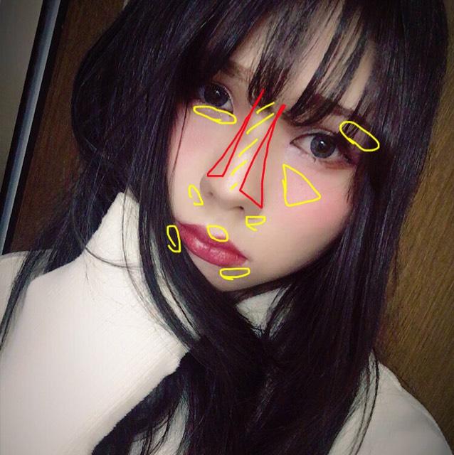 ファンデーションまでは普通にします。 最初にハイライト、ローライトをつけます。 黄色→ハイライト 赤→ローライト
