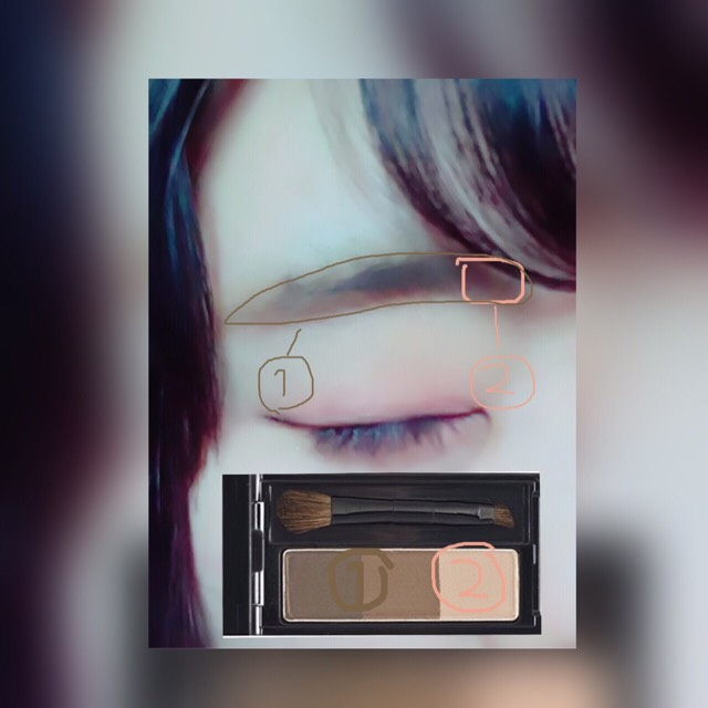 KATE デザイニングアイブロウN ライトブラウン系 一番濃い色と真ん中の色を混ぜて眉毛を書きます。         ↓ ②の色で眉頭をぼかします。