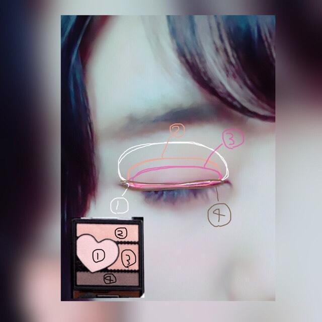 Kiss ロマンスハートアイズ 03ピンクベージュ ①をアイホール全体にのばす         ↓ ②をさきほどより小さめにのばす         ↓ ③をより小さめにのばす         ↓ ④を目のきわにラインのように引く         ↓ 付属のチップで③と④を混ぜて目じり3分の1くらいかく         ↓ ③を涙袋にのせる