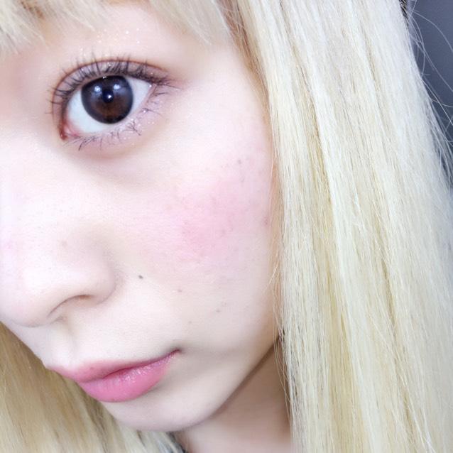 自然で黒いフチだけどいかにも感は無く元々の瞳の色が薄く見える私が普段つけたい理想のレンズでした!