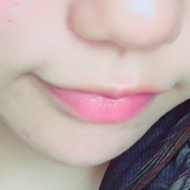 唇は色付きの薬用リップ!  これなら学校で先生の目をあまり気にせずに塗り直せるし、色が付きすぎない自分にあったリップを見つけるといい◎◎