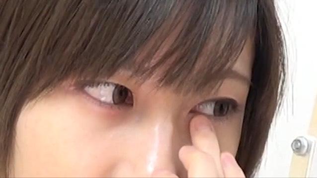 瞼に塗ったクリームチークを涙袋にも塗ります