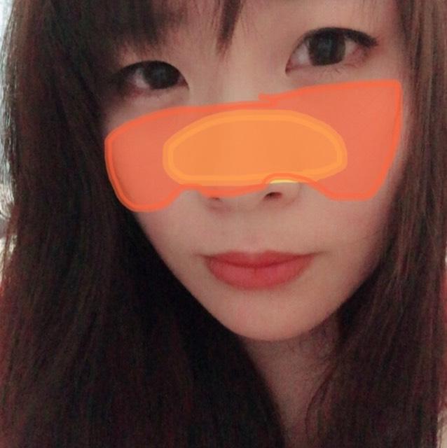 ベースメイク。黄色の範囲に毛穴カバーを塗り、オレンジの範囲にコンシーラーで顔色調節しました。ファンデーションはつけずにベビーパウダーをつけています。