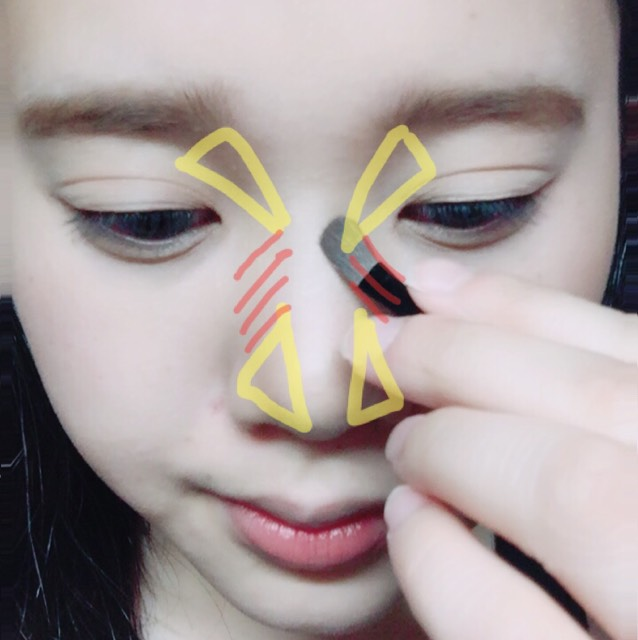 ケイトのアイブローパウダーを黄色の部分に塗ります。 赤の部分は塗りません!