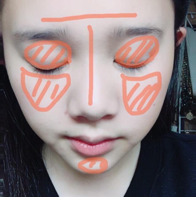 コンシーラーをオレンジの部分に塗ります。 鼻筋は細くまっすぐに!⇦鼻の高さと鼻筋がこれによって大きく左右されます。