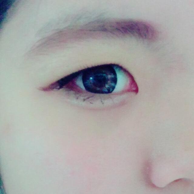 下マスカラを塗って、眉毛を書きます。 下マスカラは、黒目の下に重点的に塗ってあげると、目デカ効果があります。 アイメイクはこれで終了です。