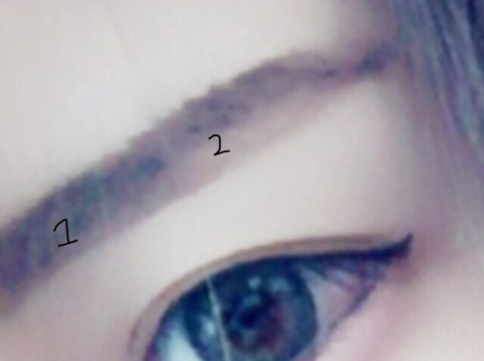 眉毛は平行に書いて下さい。 自分のはガタガタですけど