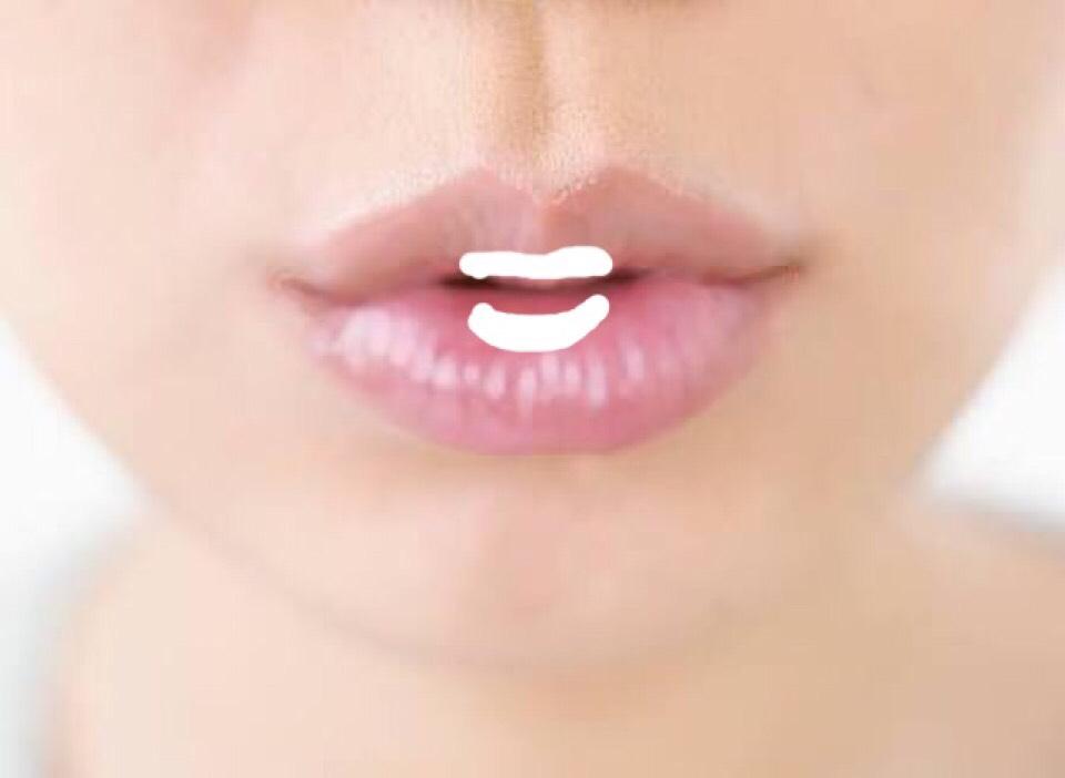 唇は、1のリップを真ん中だけに塗り、2を全体に塗ります。1のリップを塗ったとき、手でぼかして下さい。 そしたら完成です。
