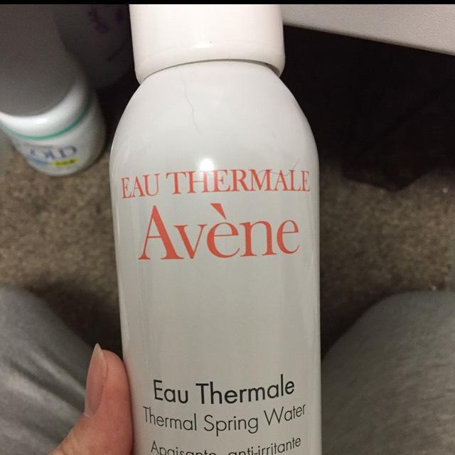 アベンヌウォーターは薬局の方に相談して購入しました  アベンヌウォーターを先に肌にかけるとその後の化粧水、乳液が浸透しやすくなるそうですっ!