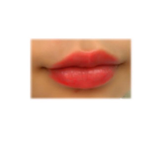 クレヨンリップなので凄く塗りやすいし、潤いがあって発色がいいです!これだけで顔が華やかになります!写真より実物は赤いです。