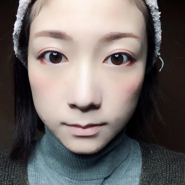 鼻筋にハイライト、頬骨の少し上からこめかみにかけてふんわりとチークを塗ります。 (私はKATEのチーク&リップの赤を使用)