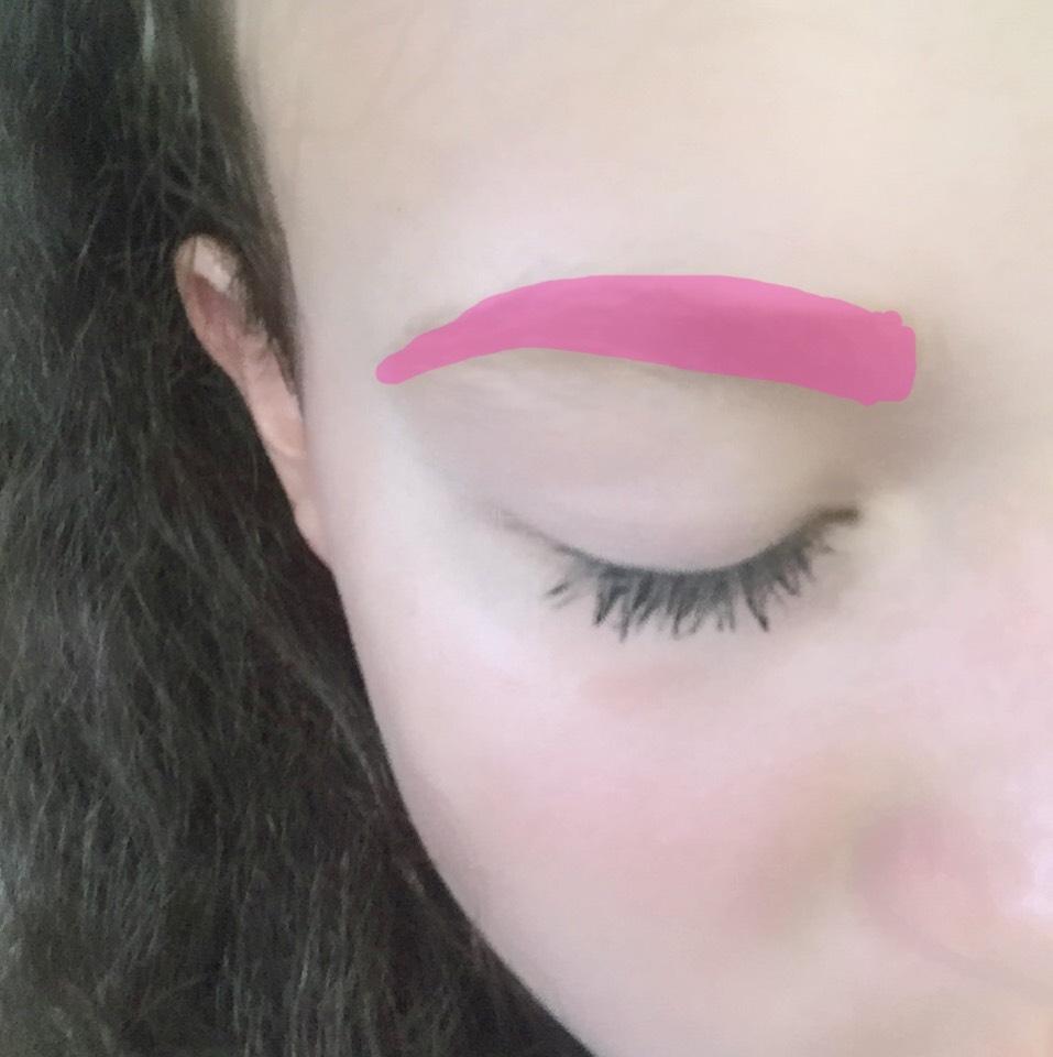 眉毛をピンクで塗ったようにかいてください!ちょっと薄く描くのがポイントです! マスカラは、濃ゆく塗ってください!