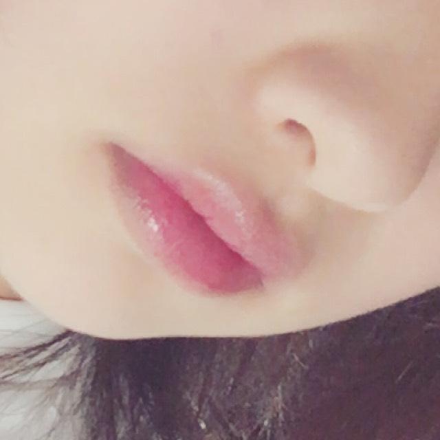 ※汚いお鼻すいません  リップの塗り方 ①薬用リップを塗る ②コンシーラーで唇の色素を薄くする ③赤色のクリームチークを指にとり、唇の中央部分にのせていく ④上から赤リップをなぞるようにいれ、十分に馴染ませる ⑤上からピンクベージュ系のグロスをつけ、軽くティッシュオフする