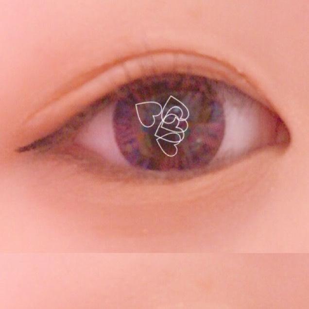 下まぶたはキラキラのオレンジブラウンを使って囲み目にすることでデカ目に見えます!