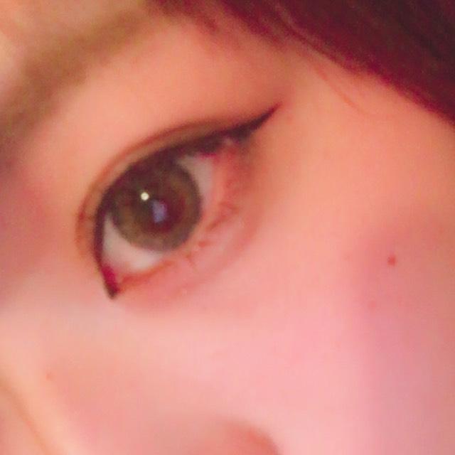 マスカラはさっき塗ったのですが、目尻だけ重ね塗りします そして目尻側はまつ毛上げすぎないようにして真ん中〜目頭あたりだけ上げると目を伏せた時に綺麗になります!