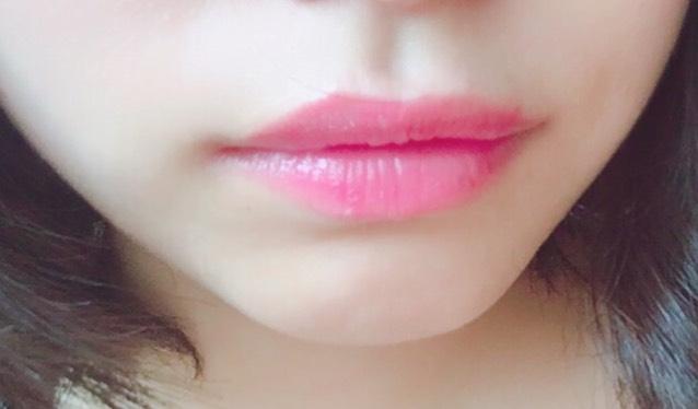 最後にリップです。  CEZANNEのラスティンググロスリップPK13番を唇全体にしっかりと塗り、軽くティッシュでオフしてください。