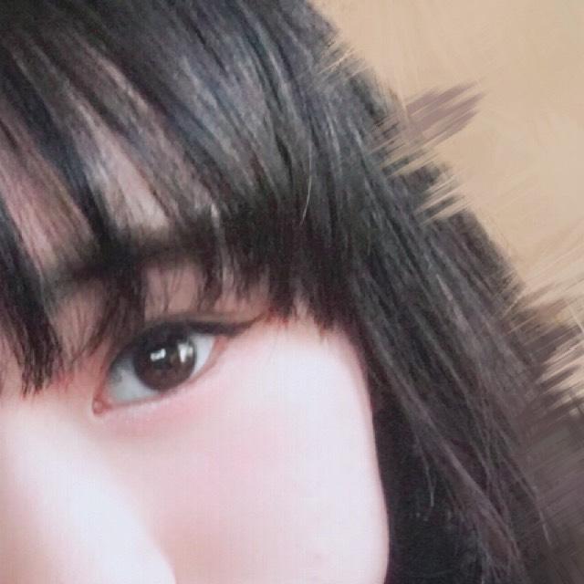 眉毛は平行になるように書きます。