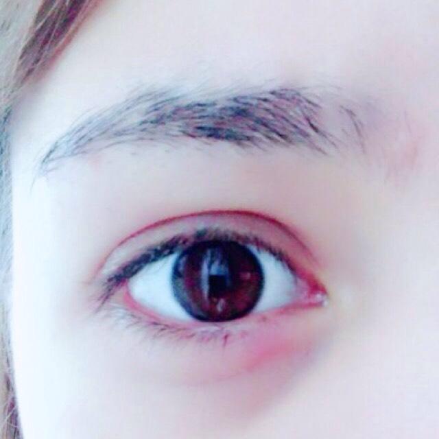 元々の眉毛。  近づかないと見えないくらい薄いから毎回毎回アイブロウメイクは力入れてます(><)  そして寝起きで目が腫れてる…