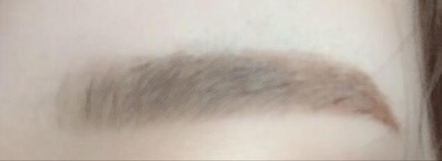 メイクした眉です! 眉尻しか書いてないです(^ ^) 朝のメイクがかなり短縮するのでとってもオススメですよ(^ ^) よかったら使ってみてください^ ^