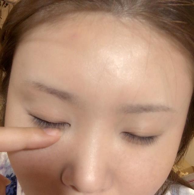 ←さっきKATEのハイライトを乗せた目頭と、目と目の真ん中の鼻に キャンメイクグロウフルールチークス08の左上のカラー(パープルっぽいハイライト) を重ね塗りします