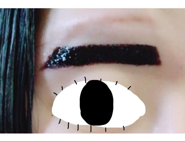眉ティントを自分の描きたい眉の位置に塗る。失敗しても濡らした綿棒などで拭き取ることが可能なので左右のバランスをみながらする。