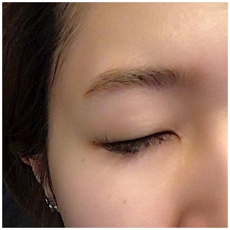 塗ったまま寝て次の日の朝にとった眉毛  やっぱり長くおけばおくだけ染まるみたいです!  私の場合ほんのり染まったので
