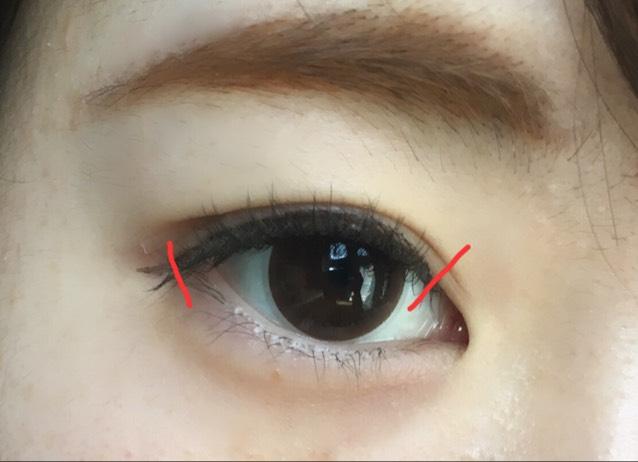 つけまつげをつける位置はここです。 目頭から1/3程度離れたところからつけるとよくまつげに馴染みます。