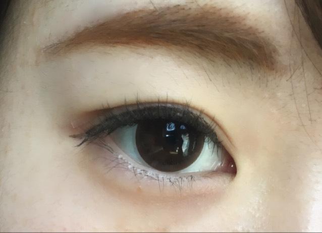 目を開けるとこんな感じです。 しっかりインラインを埋めることによって目をはっきりとさせます。