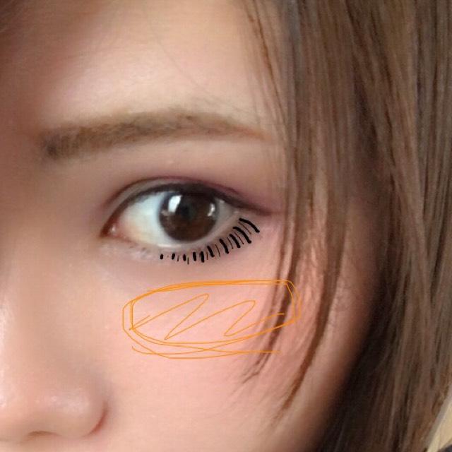 マスカラを上下にぬった後下まつげの間にも毛をアイライナーで書き足します(写真のように◎) 意外と自然に見えます( ˙˘˙ ) チークは無印オレンジを目のすぐしたくらいに横長に入れます☆