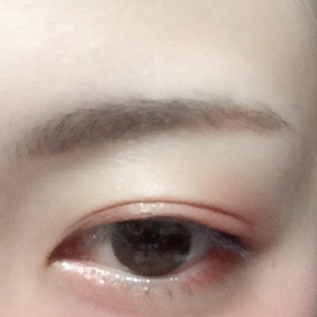 眉毛忘れてました。 眉頭はパウダー、眉尻はペンシルタイプアイブローで眉毛を書きます。
