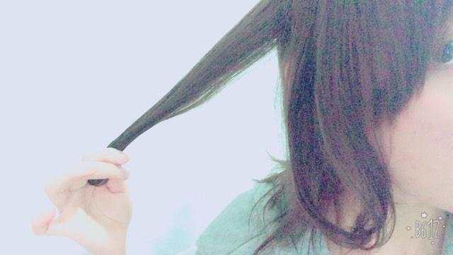 髪の毛を1束とります。