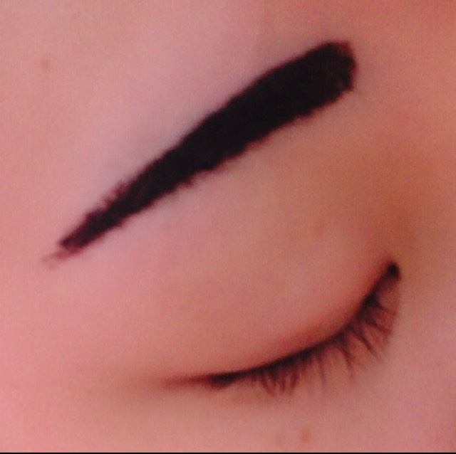 わたしは特に眉尻がないので眉尻をしっかり塗ります  厚めに塗っておくと剥がしやすいです!
