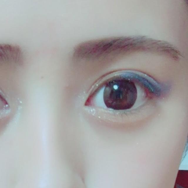 そして、目頭にラメシャドーを塗り 目をキラキラにさせます♡